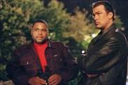 Steven Seagal et Anthony Anderson dans Hors Limites (2001)