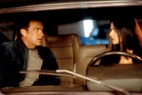 Steven Seagal et Jill Hennessy dans Hors Limites (2001)