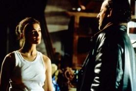 Jean Reno et Nadia Fares dans Les Rivières Pourpres (2000)