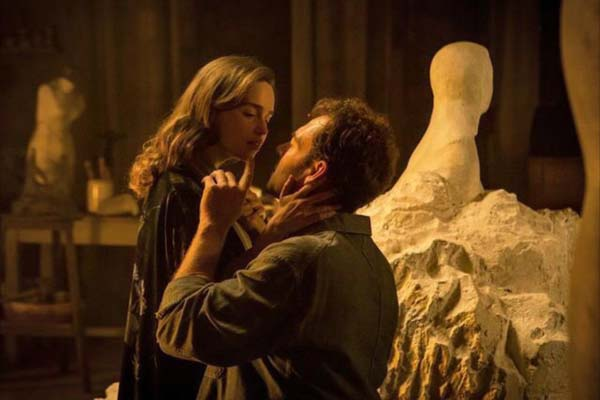 Marton Csokas et Emilia Clarke dans Voice from the Stone (2017)