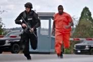 Sam Jaeger et Michael Jai White dans S.W.A.T.: Under Siege (2017)