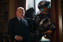 Anthony Hopkins et Omar Sy dans Transformers: The Last Knight (2017)