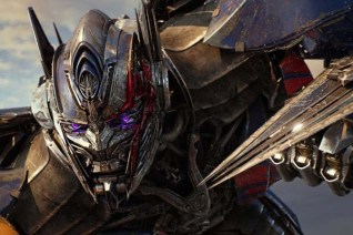Peter Cullen dans Transformers: The Last Knight (2017)