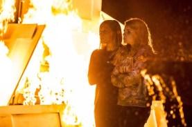 Katee Sackhoff et Lucy Boynton dans Don't Knock Twice (2016)