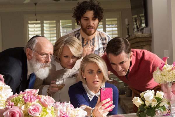 Dermot Mulroney, Catherine Dyer, et Julianne Hough dans Dirty Grandpa (2016)