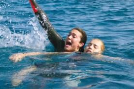 Mandy Moore et Claire Holt dans 47 Meters Down (2017)
