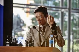 Lee Byung-hun dans Inside Men (2015)