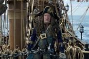 Geoffrey Rush dans Pirates des Caraïbes: la Vengeance de Salazar (2017)