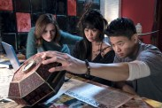 Joey King, Ki Hong Lee, et Alice Lee dans Wish Upon (2017)