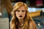 Bella Thorne dans Amityville: The Awakening (2017)