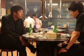 Kim Yoon-seok et Kang Dong-won dans The Priests (2015)