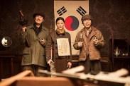 Jun Ji-hyun, Choi Deok-moon et Cho Jin-woong dans Assassination (2015)