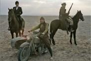 Lee Byung-hun, Song Kang-ho et Jung Woo-sung dans Le Bon, la Brute et le Cinglé (2008)