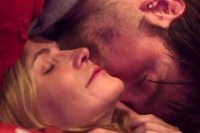 Jennifer Jason Leigh et Robert Pattinson dans Good Time (2017)
