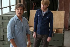 Tom Cruise et Domhnall Gleeson dans Barry Seal: American Traffic (2017)