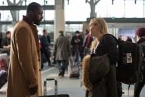 Kate Winslet et Idris Elba dans La Montagne entre nous (2017)