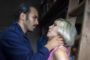 Noomi Rapace et Marwan Kenzari dans Seven Sisters (2017)