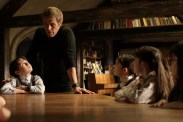 Willem Dafoe et Clara Read dans Seven Sisters (2017)