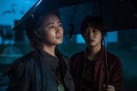 Kim Hye-soo et Kim Go-eun dans Coin Locker Girl (2015)