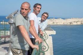 Cyril Lecomte, Ary Abittan et Medi Sadoun dans Débarquement Immédiat (2016)