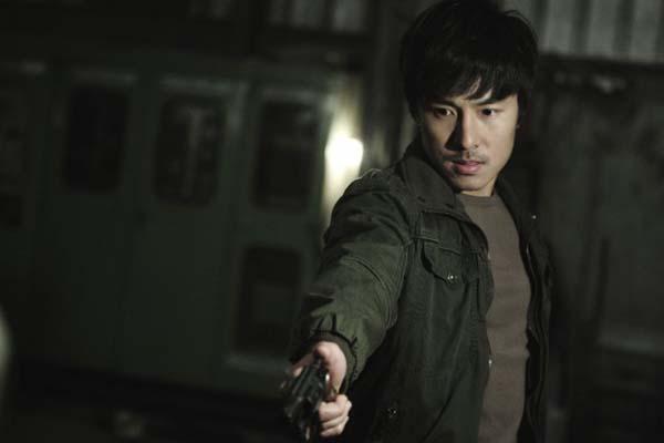Kim Dong-wan dans Deranged (2012)