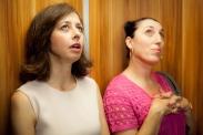 Valérie Bonneton et Rossy de Palma dans Une heure de tranquillité (2014)
