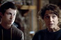 Piercey Dalton et Dylan Minnette dans The Open House (2018)
