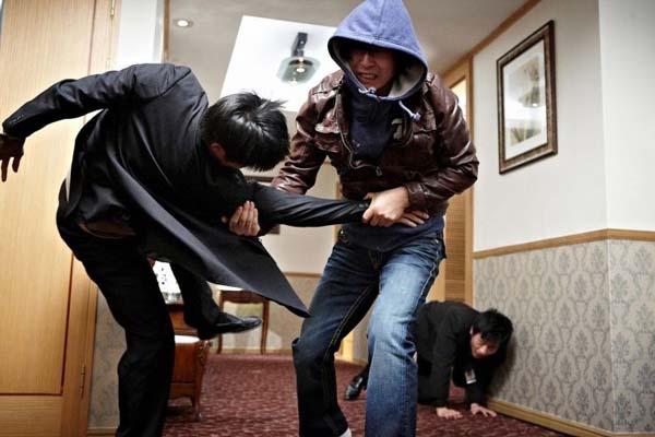Sol Kyung-gu dans Troubleshooter (2010)