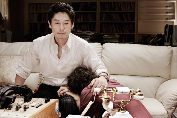 Sol Kyung-gu et Na Moon-hee dans Voice of a Murderer (2007)