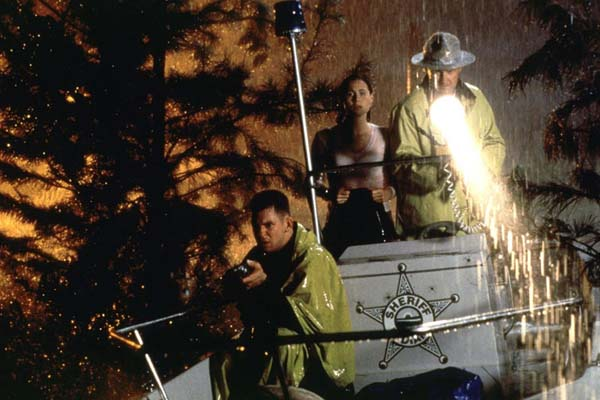 Minnie Driver, Randy Quaid, et Peter Murnik dans Hard Rain (1998)