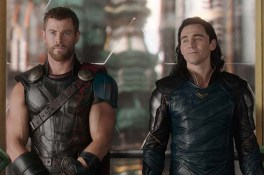 Chris Hemsworth et Tom Hiddleston dans Thor: Ragnarok (2017)