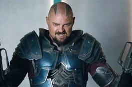 Karl Urban dans Thor: Ragnarok (2017)