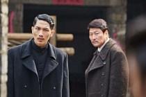 Uhm Tae-goo et Song Kang-ho dans The Age of Shadows (2016)