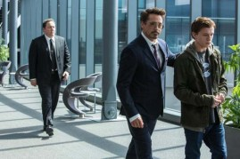 Jon Favreau, Robert Downey Jr. et Tom Holland dans Spider-Man: Homecoming (2017)
