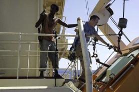 Tom Hanks et Faysal Ahmed dans Captain Phillips (2013)
