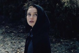 Charlotte Vega dans The Lodgers (2017)