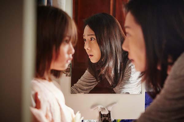 Yum Jung-ah et Shin Rin-ah dans The Mimic (2017)