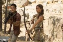 Daniel Wu et Alicia Vikander dans Tomb Raider (2018)