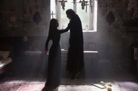 Brittany Ashworth et Ada Lupu dans The Crucifixion (2017)