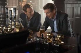 Liam Neeson et Patrick Wilson dans The Passenger (2018)