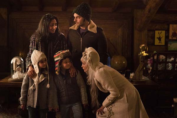 Golshifteh Farahani, Audrey Tautou, Pio Marmaï, Simon Aouizerate, et Tara Lugassy dans Santa & Cie (2017)