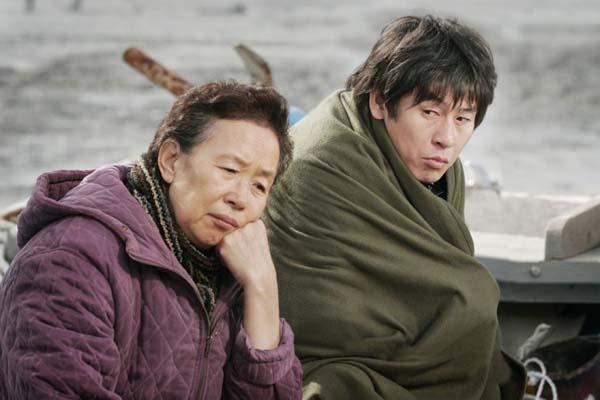 Sol Kyung-gu et Na Moon-hee dans Cruel Winter Blues (2006)