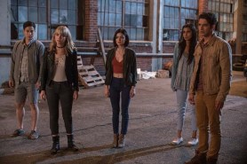 Tyler Posey, Lucy Hale, Sophia Ali, Hayden Szeto, et Violett Beane dans Action ou Vérité (2018)