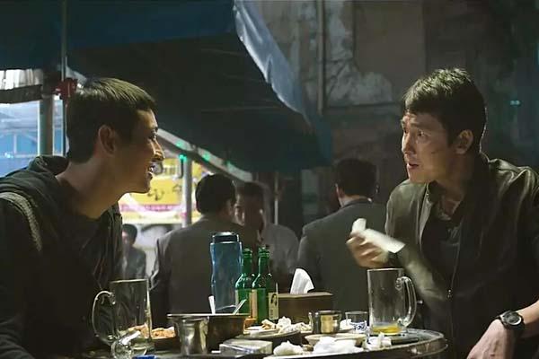 Jung Woo-sung et Ju Ji-hoon dans Asura: The City of Madness (2016)