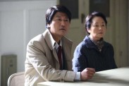 Song Kang-ho et Kim Young-ae dans The Attorney (2013)