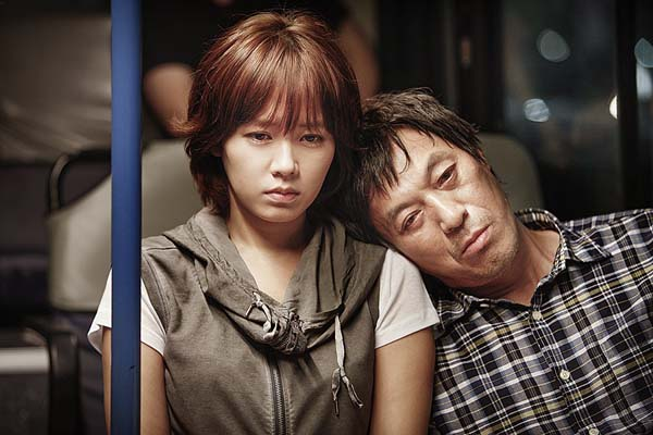 Son Ye-jin et Kim Kap-soo dans Blood and Ties (2013)