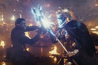 John Boyega et Gwendoline Christie dans Star Wars: Episode VIII - The Last Jedi (2017)