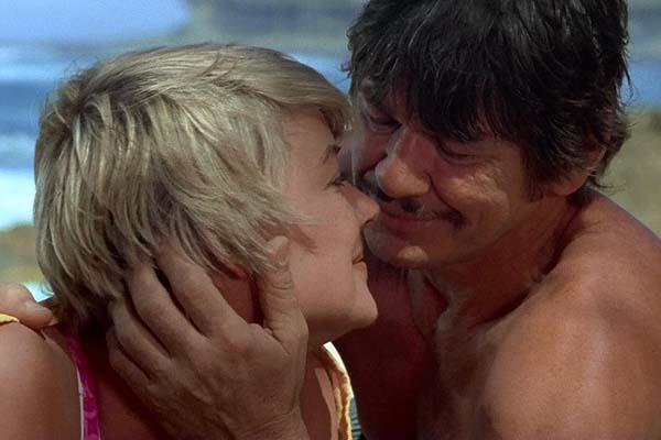 Charles Bronson et Hope Lange dans Un justicier dans la Ville (1974)
