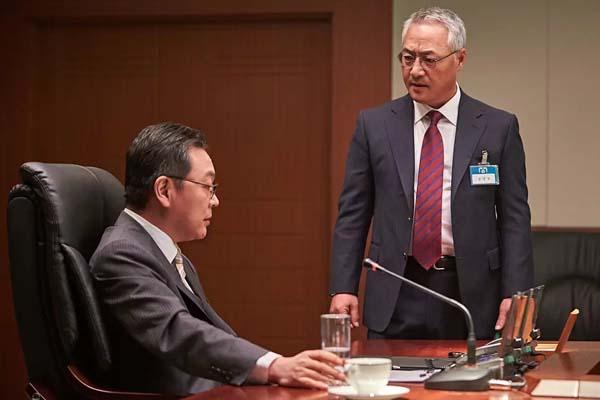Kim Eui-sung et Lee Geung-young dans Steel Rain (2017)
