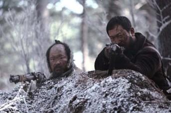 Jung Man-sik et Kim Sang-ho dans The Tiger: An Old Hunter's Tale (2015)